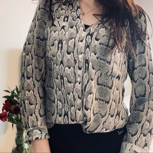 EXPRESS The Portofino Shirt Snake Blouse